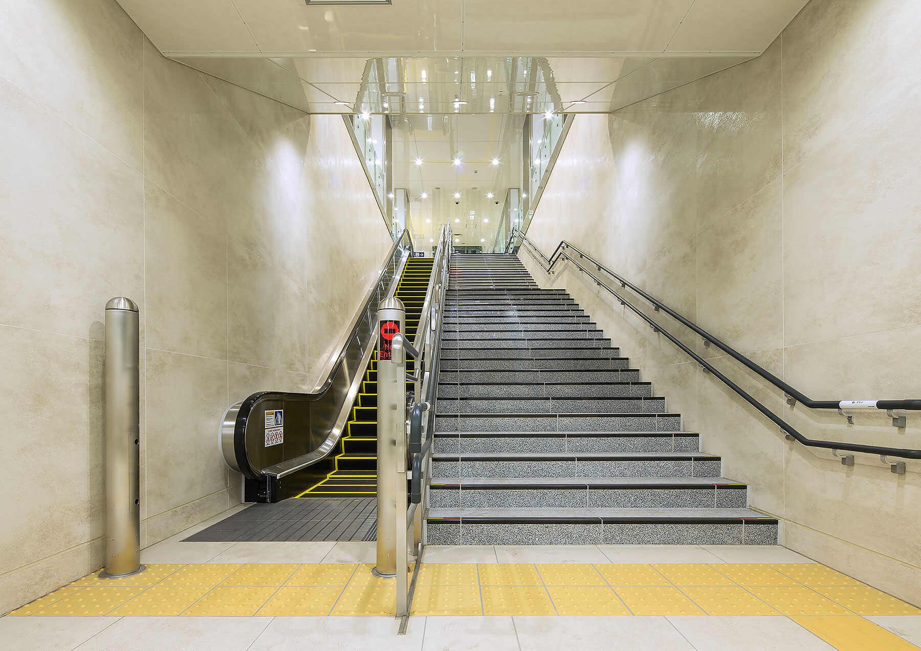 Revestimiento Porcel Nico Coverlam En Metro De Tokio | Estacion Metro Sendai